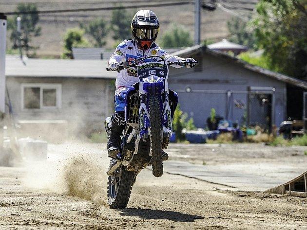 Sotva dorazil Libor Podmol do USA, vyzvedl si svou americkou motorku a ozkoušel ji u Los Angeles na testovací trati kalifornského Rockstar teamu.