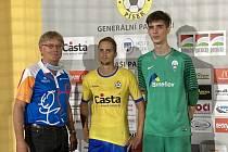 Muž zápasu. Brankář Benešova Jakub Schummer (vpravo) se dočkal své premiérové třetiligové nuly v kariéře.