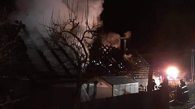 V obci Lesáky na Benešovsku v sobotu odpoledne před šestnáctou hodinou vzplál rodinný dům.