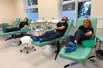 Na další kolektivní darování krve si celníci, kteří nejcennější tekutinu odevzdali v Benešově ve čtvrtek 3. října 2019, musejí ještě počkat.