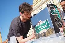 Votičtí se mohou pochlubit novým český rekordem. Nejrychleji vypili sud piva při štafetě.