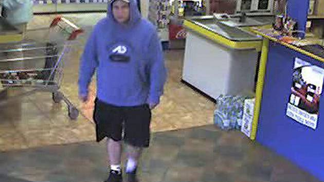 Kamery v prodejně zachytily zloděje při akci.