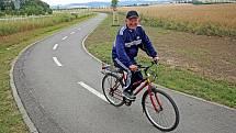 Než se budou moci cyklisté na trase mezi Voticemi a Olbramovicemi takto usmívat, potrvá to ještě nejméně několik měsíců.