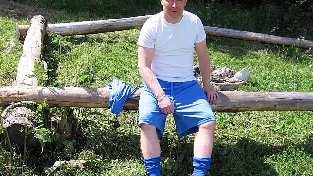 Rozhovor s Janem Mišovicem se uskutečnil na kládě v areálu libežského hřiště při finále okresního poháru. Po něm se 41 letý player sehrál za Libež zápas starých gard proti Struhařovu.