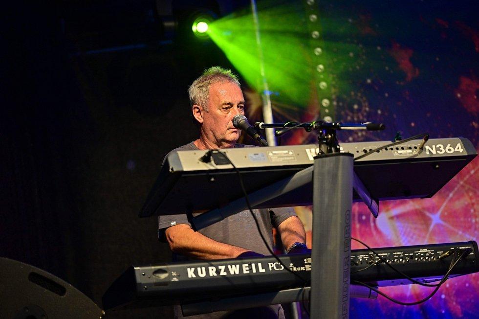 Z koncertu skupiny Keks  v Choceradech 31. července 2021.