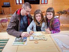 Návštěvníci zábavné a naučné expozice vně domu mohli vyzkoušet netradiční velikonoční kvízy.