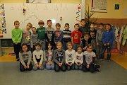 Žáci 1. B ze ZŠ Sídliště ve Vlašimi s třídní učitelkou Markétou Vokálovou.