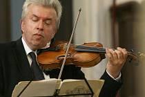 Jaroslav Svěcený zahraje při Podblanickém hudebním podzimu v Blažejovicích.