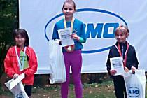 V nejmladších žákyních na 380 metrů vyhrála Lucie Pelikánová z klubu Atletika Benešov, druhá byla Tereza Lapáčková z TJ Jiskra Zruč a třetí skončila Anna Dušková z Vlašimi.