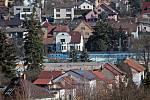 Benešov při pohledu ze střechy kostela sv. Anny - pohled na vilkovou čtvrť na Červených Vršcích přes Antuškovu ulici..
