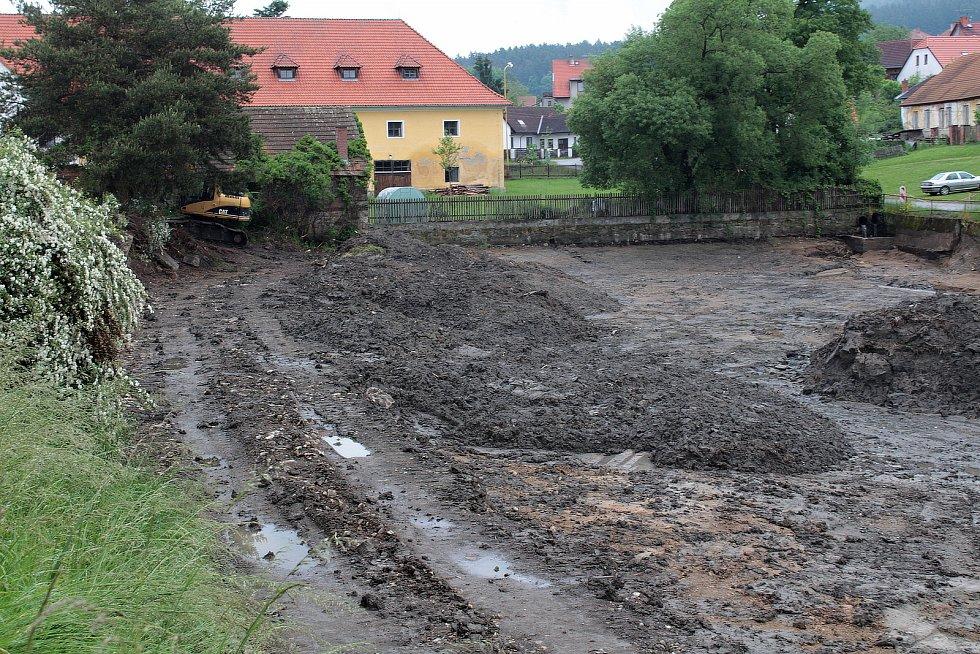 Pivovarský rybník v Louňovicích pod Blaníkem.