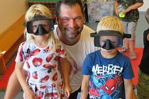Jedním z dobrodružství, která děti v mateřince MiniSvět zažívají, byla i návštěva potápěče.