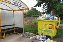 U zastávky autobusů je umístěný v Peceradech žlutý kontejner na plast. Další nádoba se v místě neobjeví, místostarosta Týnce ale slibuje častější vývozer