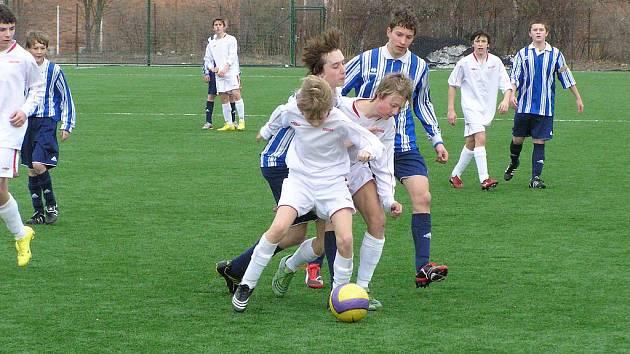 Fotbalový zápas krajského přeboru starších žáků Kutná Hora - Benešov 1:4