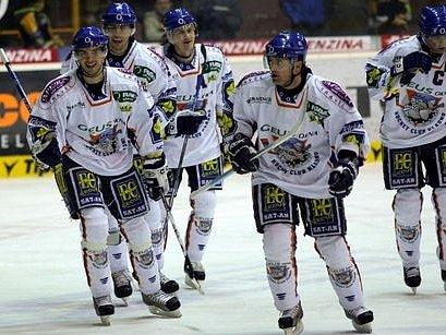 Vysmáté Kladno, jeho hokejisté jsou už dlouho v parádní náladě. Dnes je ale čeká tuhá bitva s Vítkovicemi.
