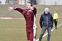 SK Slaný (v rudém) - Benátky 0:2.  Marek Vašák