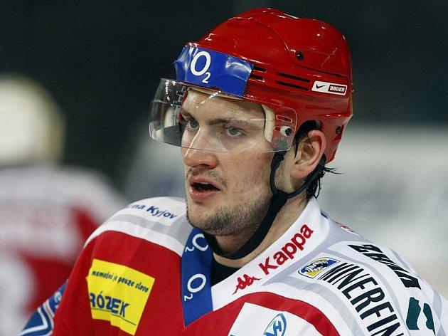 Loni hrál Jan Platil za Třinec, novou sezonu zahájil v Kladně.