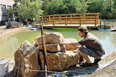 Na zahradě slánského gymnázia vzniklo vědecké pracoviště i místo pro relax.