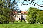 Z parku lánského zámku.