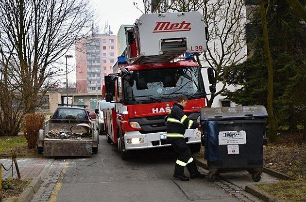 Hasiči testovali průjezdnost některých kladenských ulic.