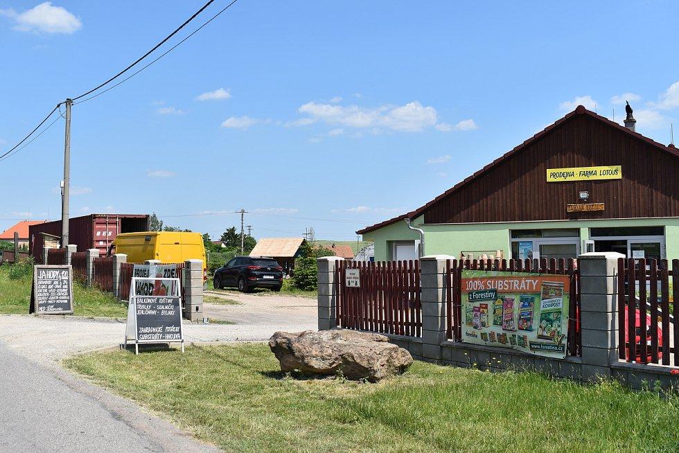 Místní část Lotouš u Slaného.