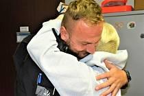 Matka čtyř dětí vděčí za záchranu života policistovi, osobně mu přišla poděkovat.