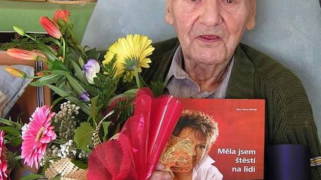 Herec Petr Haničinec bojuje s těžkou nemocí. V sobotu si našel chvíli na své přátele.