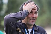 Takto reagoval Bedřich Koch, trenér Bránova, na neuznanou branku...// SK Hřebeč - Sokol Bránov 3:2 (2:1) , utkání I.B. tř sk.A., 3.k., hráno 4.9.2010
