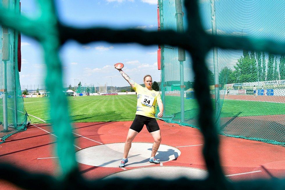 Vítězná diskařka Staňková chtěla hodit šedesát metrů. V rozcvičce se ale zranila