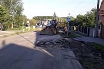 Práce na opravě silnice v Kamenných Žehrovicích.