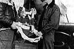 Oskar Ridley na snímku stojí vpravo.