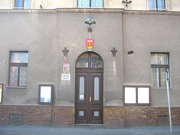 Takto zachytil Ladislav Vejvoda budovu obecního úřadu v neděli 18. dubna.