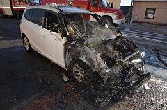 V obci Brandýsek na Kladensku hořel osobní automobil