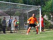 7. ročník Memoriálu M. Ježka opět ozdobily hvězdy hokejového i fotbalového nebe. Radek Smoleňák týden po svatbě dostával gól za gólem. Ale chytal výborně!
