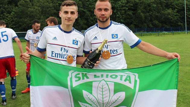 Oslavy triumfu SK Lhota v krajském přeboru.