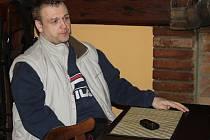 František Nedvěd mladší se sice na fotografii nesměje, ale jinak úsměv z jeho tváře téměř po celou dobu rozhovoru nezmizel.