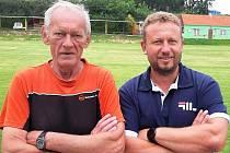 Na rozkvětu sportovního areálu v Žižicích mají zásluhu také člen vedení místního klubu Pavel Podrazký (vlevo) a zastupitel obce Petr Koten.