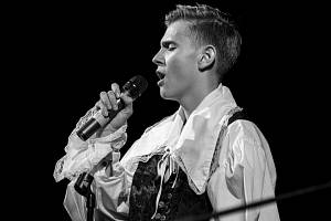 Devatenáctiletý zpěvák Jakub Vostřák.