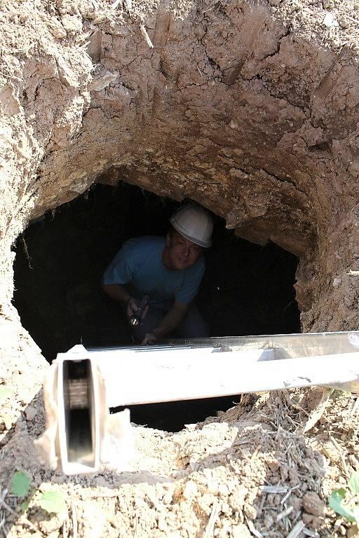 Hluboká orba odkryla v Dolíně na poli podzemní prostor