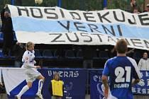 Poslední extraligový zápas Kladna probíhal v duchu loučení s diváky i ligou, na snímku ve výskoku Vít Beneš, na pozadí fans Kladna /  SK Kladno -FC Slovan Liberec  1:2 (0:0) , utkání 30.k. Gambrinus liga 2009/10, hráno 15.5 .2010