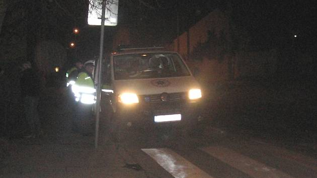 Policisté vyšetřují na místě nehody.