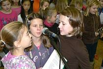 Nácvik velvarských školáků na akci Česko zpívá koledy