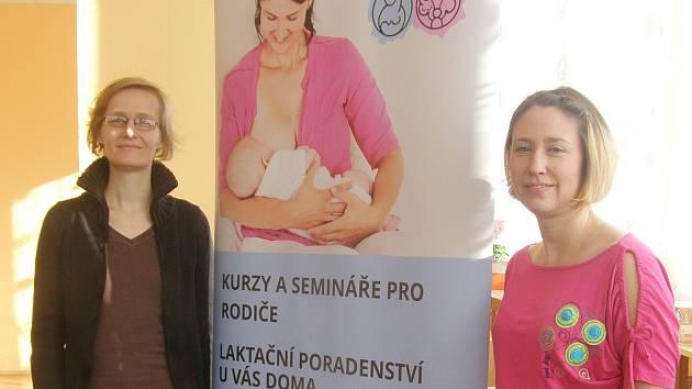 SOCIÁLNÍ pracovnice Pavla Krčová (vlevo) a Radka Jakubová, zakladatelka MamAkademie