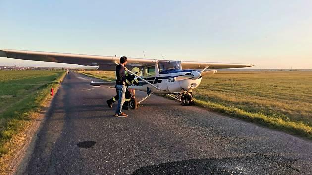 Pilot nezvládl ve Slaném přistávací manévr.