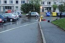 Hasiči odčerpávali vodu v ulici V. Rabase ve středu večer.