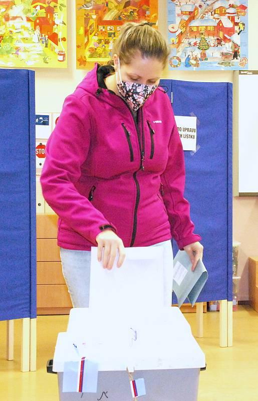 Volební okrsek v kladenské průmyslovce v ulici Jana Palacha.
