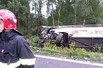 Tragická dopravní nehoda Škody Fabia a autobusu s cizinci u Řevničova, 31. července 2014.