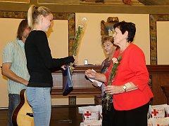 Bezpříspěvkoví dárci krve byli v Kladně oceněni zlatým křížem.
