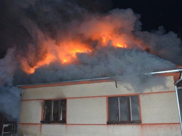 Požár rodinného domu v Bratronicích