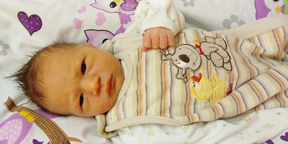 Sebastian Zicha přišel na svět 3. ledna 2021 v 0. 11 hodin v čáslavské porodnici. Vážil 3690 gramů a měřil 51 centimetrů. Doma v Labských Chrčicích ho přivítali maminka Michaela a tatínek Jakub.